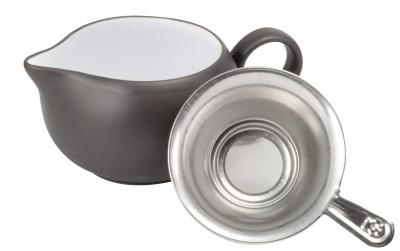 Yixing Ton-Krug mit Sieb 125 ml